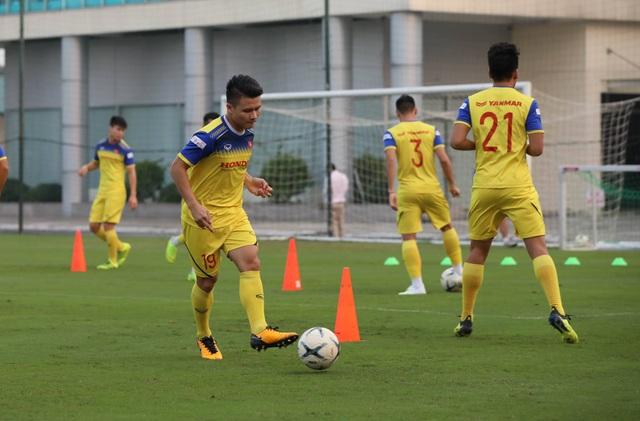 Tuyển thủ Việt Nam tập luyện hứng khởi trong ngày thầy Park ký hợp đồng - 11