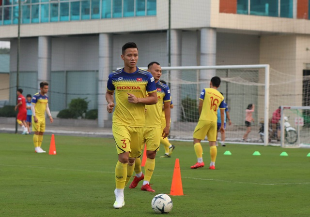 Tuyển thủ Việt Nam tập luyện hứng khởi trong ngày thầy Park ký hợp đồng - 10