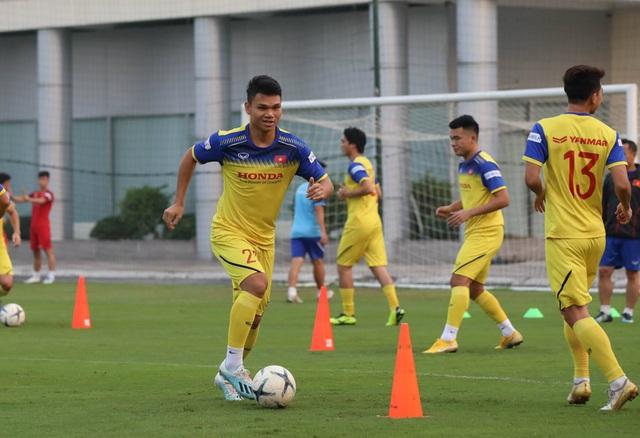 Tuyển thủ Việt Nam tập luyện hứng khởi trong ngày thầy Park ký hợp đồng - 7