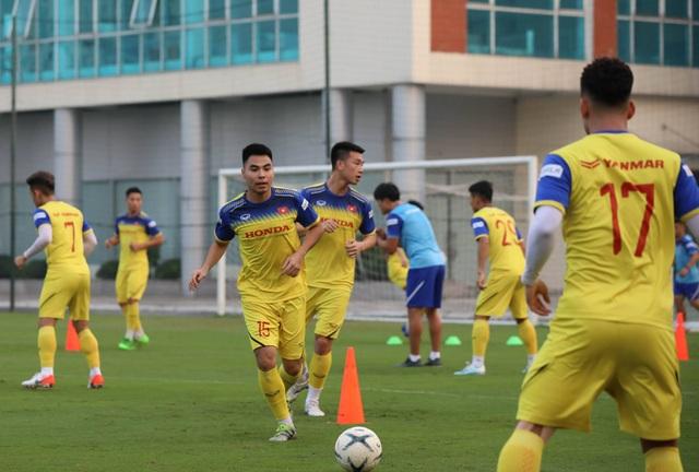 Tuyển thủ Việt Nam tập luyện hứng khởi trong ngày thầy Park ký hợp đồng - 6