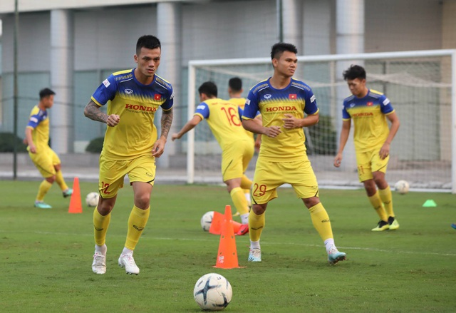 Tuyển thủ Việt Nam tập luyện hứng khởi trong ngày thầy Park ký hợp đồng - 9