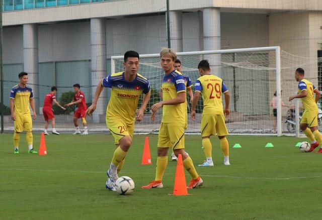 Tuyển thủ Việt Nam tập luyện hứng khởi trong ngày thầy Park ký hợp đồng - 5