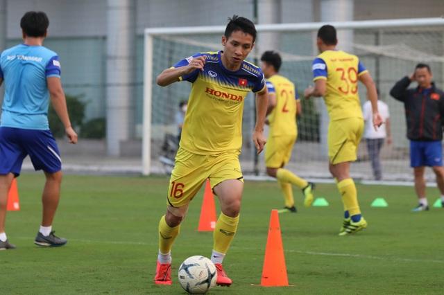 Tuyển thủ Việt Nam tập luyện hứng khởi trong ngày thầy Park ký hợp đồng - 13