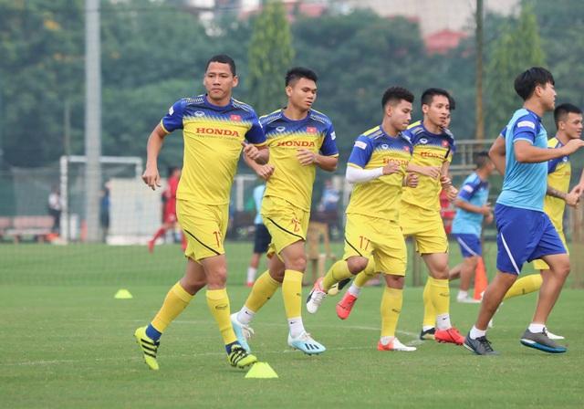 Tuyển thủ Việt Nam tập luyện hứng khởi trong ngày thầy Park ký hợp đồng - 8