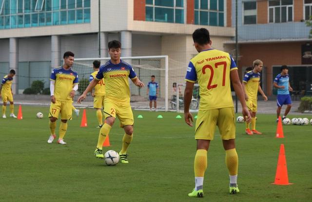 Tuyển thủ Việt Nam tập luyện hứng khởi trong ngày thầy Park ký hợp đồng - 2