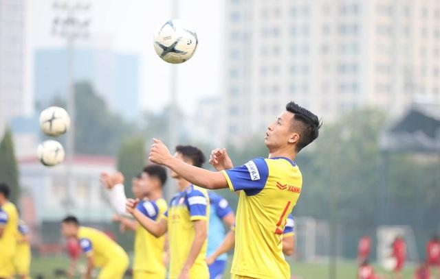 Tuyển thủ Việt Nam tập luyện hứng khởi trong ngày thầy Park ký hợp đồng - 12