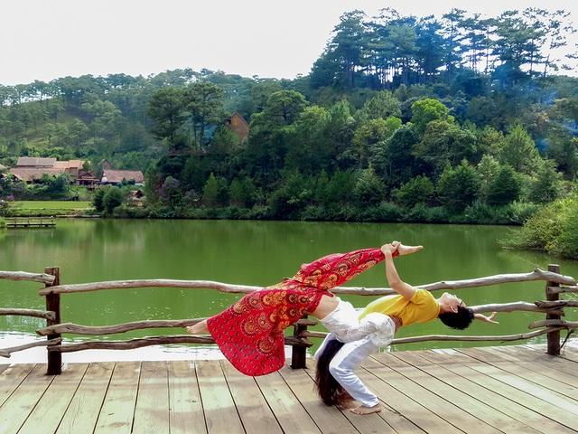 9-kim-bava-ngoc-anh-yoga-acro-lang-cu-lan-da-lat-1573089560148.jpg