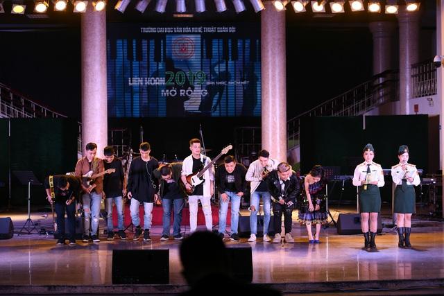 """Quang Anh """"Về nhà đi con"""" dự Liên hoan nhóm, ban nhạc 2019 - 10"""