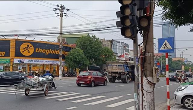 Khắc phục loạt đèn giao thông ngủ quên ở Hà Tĩnh - 1