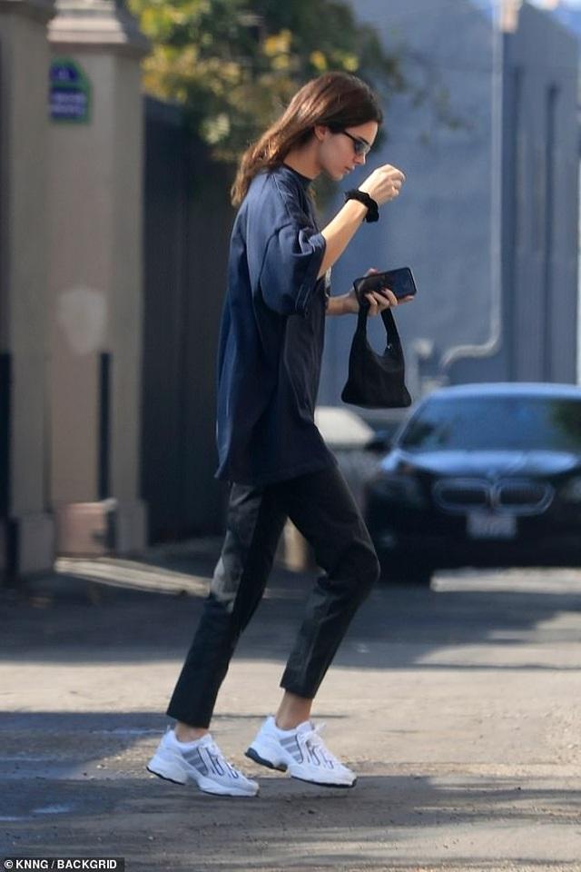 Kendall Jenner diện váy siêu ngắn khoe dáng thanh mảnh - 7