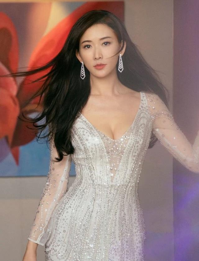 Rộ tin siêu mẫu Lâm Chí Linh đã chọn được ngày cưới - 3