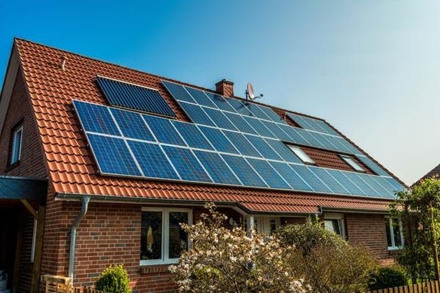 Khoa học cùng với bé: Do đâu mà các tấm pin mặt trời sản xuất được điện? - 1