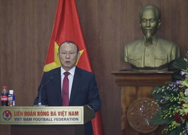 HLV Park Hang Seo chia sẻ xúc động trong ngày gia hạn hợp đồng với VFF - 1