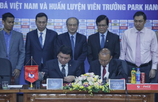 HLV Park Hang Seo chia sẻ xúc động trong ngày gia hạn hợp đồng với VFF - 2