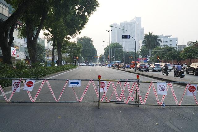 Hà Nội: Rào cứng nửa đường Kim Mã, giao thông căng thẳng - 11