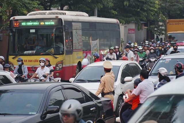 Hà Nội: Rào cứng nửa đường Kim Mã, giao thông căng thẳng - 8