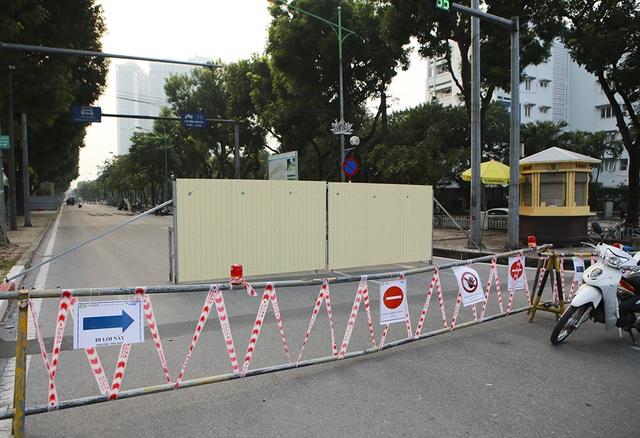 Hà Nội: Rào cứng nửa đường Kim Mã, giao thông căng thẳng - 1