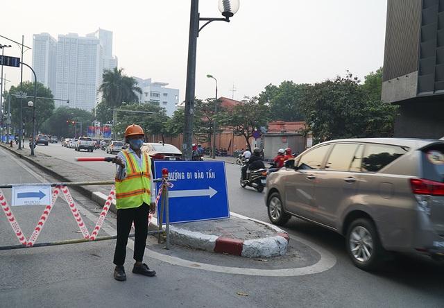 Hà Nội: Rào cứng nửa đường Kim Mã, giao thông căng thẳng - 5