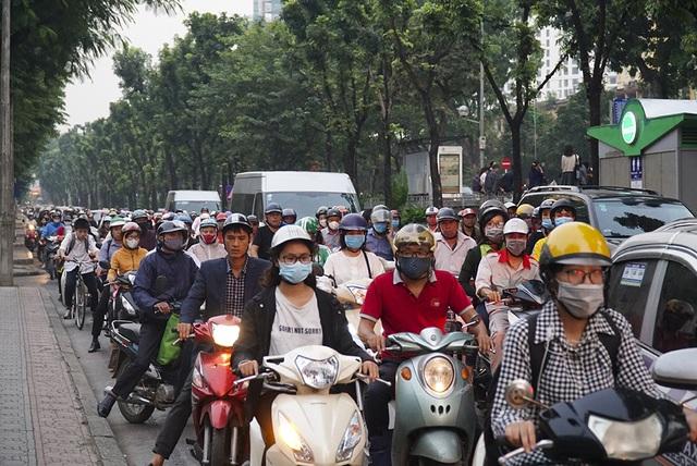 Hà Nội: Rào cứng nửa đường Kim Mã, giao thông căng thẳng - 6
