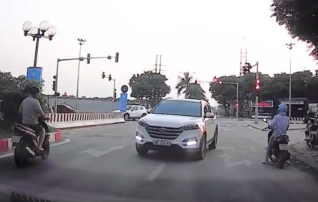 Xử phạt lái xe ngược chiều nhờ sự hỗ trợ của bạn đọc báo Dân trí - 1