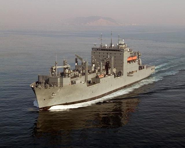 Tàu hàng Mỹ lần đầu tiên tiếp tế tàu hải quân Ấn Độ trên Biển Đông - 1