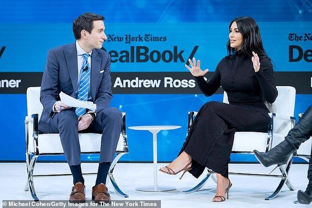 """Chồng Kim Kardashian phải """"lót tay"""" vợ 1 triệu USD để cùng... hợp tác - 5"""