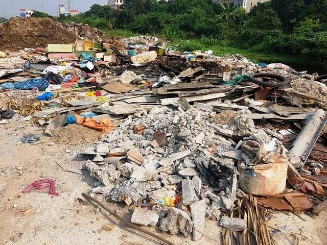 """Thành phố Ninh Bình tràn ngập rác, bị """"biến"""" thành bãi chứa chất thải khổng lồ! - 3"""