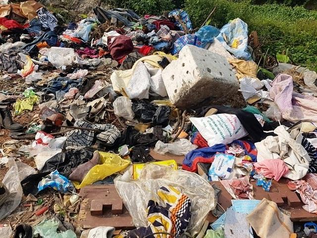 """Thành phố Ninh Bình tràn ngập rác, bị """"biến"""" thành bãi chứa chất thải khổng lồ! - 4"""