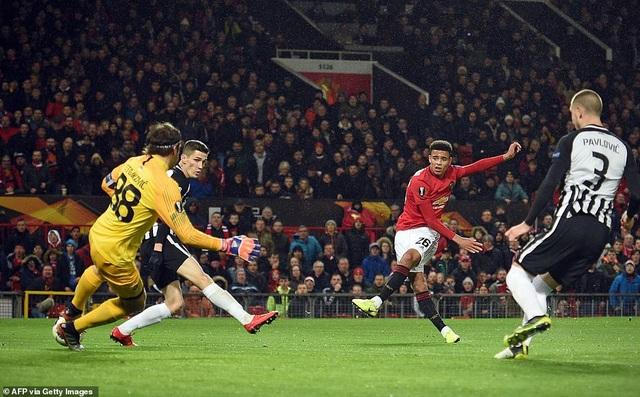 Hàng công thăng hoa, Man Utd giành vé đi tiếp sớm - Ảnh minh hoạ 2