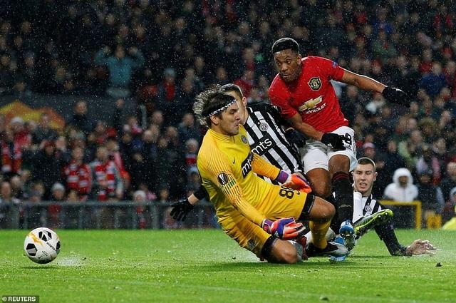 Hàng công thăng hoa, Man Utd giành vé đi tiếp sớm - Ảnh minh hoạ 4