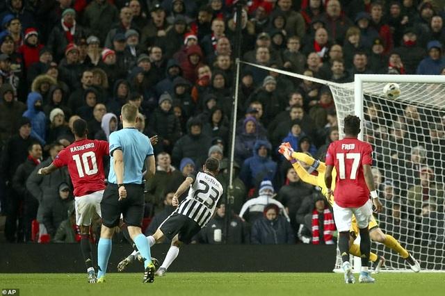 Hàng công thăng hoa, Man Utd giành vé đi tiếp sớm - Ảnh minh hoạ 5