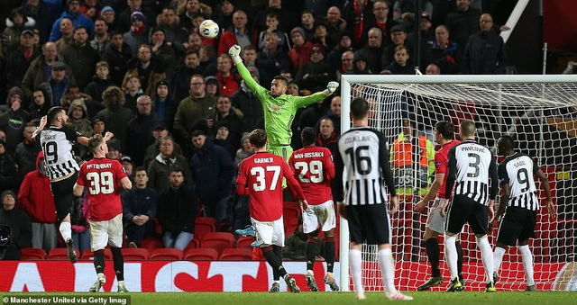 Nhìn lại chiến thắng rực rỡ của Man Utd trước Partizan ở Old Trafford - 16