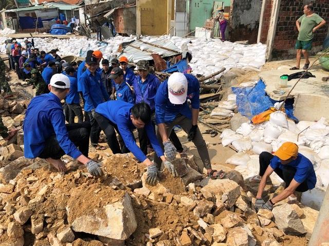 Đang tan hoang sau bão số 5, làng chài lại cuống cuồng chạy bão số 6 - 3