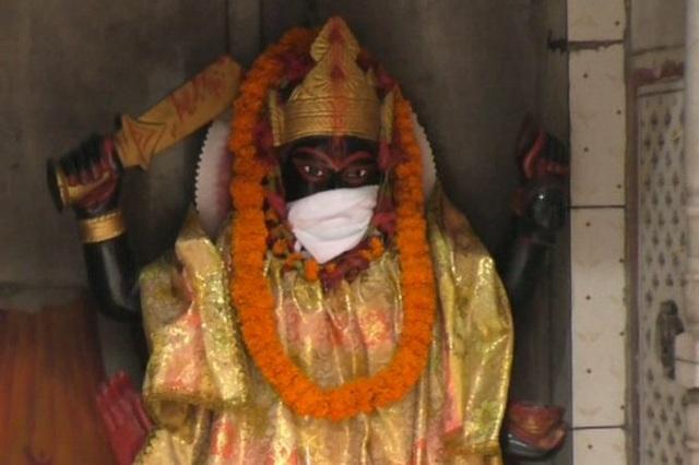Tượng Thần được đeo khẩu trang vì ô nhiễm không khí nghiêm trọng - 2