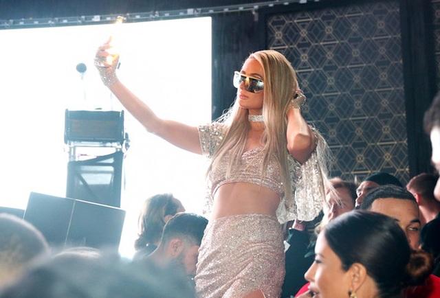 Paris Hilton đọ dáng bên dàn thiên thần nội y - 9