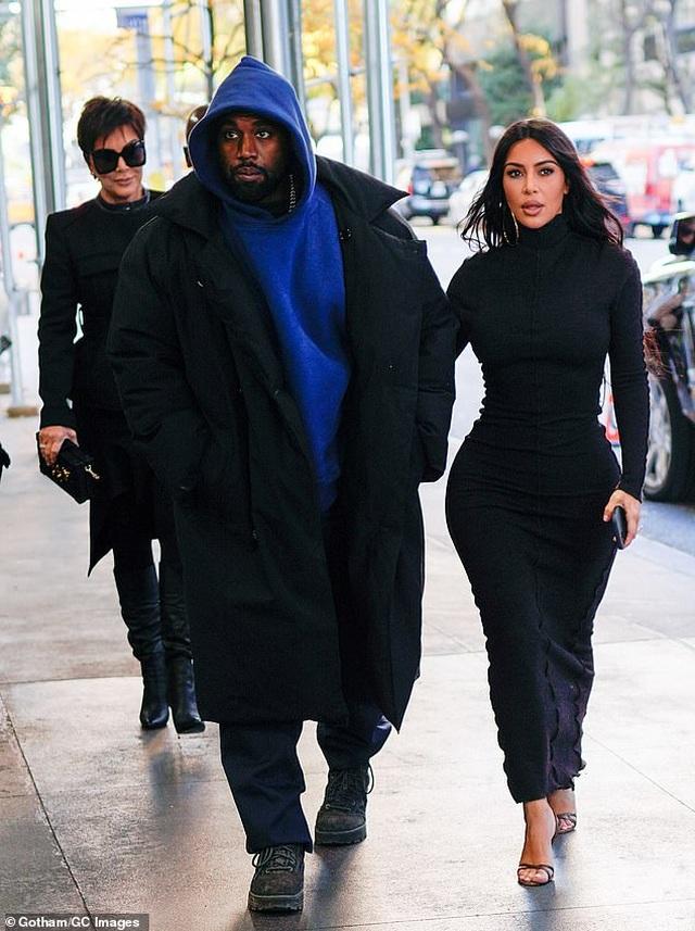 """Chồng Kim Kardashian phải """"lót tay"""" vợ 1 triệu USD để cùng... hợp tác - 1"""