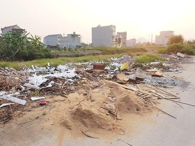 """Thành phố Ninh Bình tràn ngập rác, bị """"biến"""" thành bãi chứa chất thải khổng lồ! - 13"""