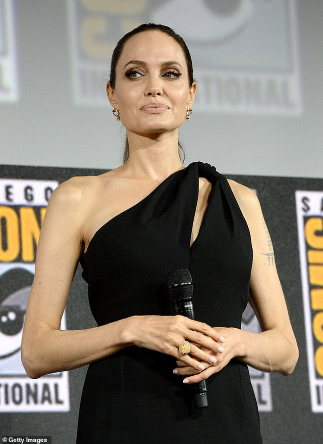 Hé lộ tạo hình mới của siêu anh hùng Angelina Jolie - 8