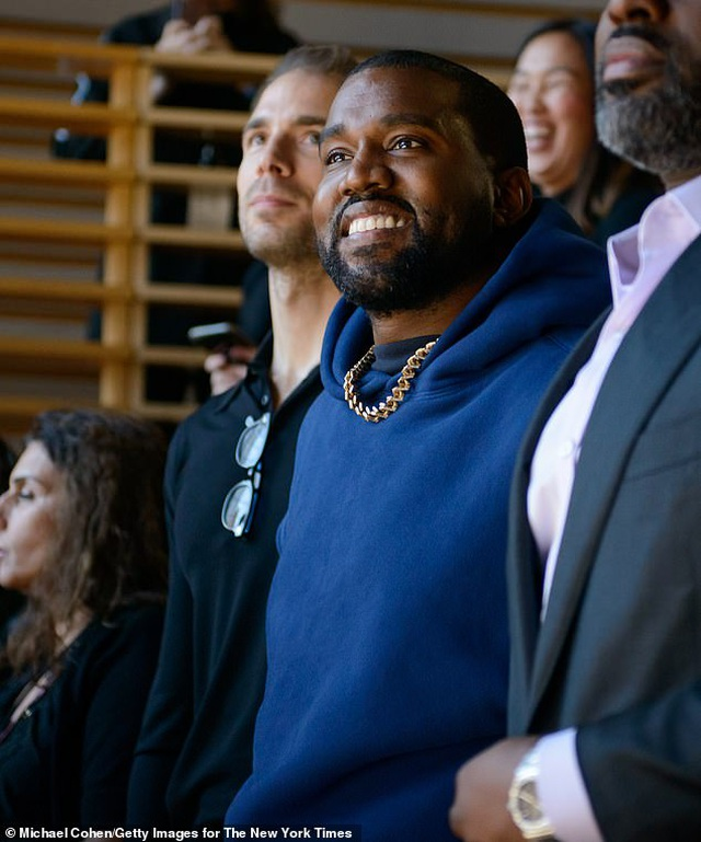 """Chồng Kim Kardashian phải """"lót tay"""" vợ 1 triệu USD để cùng... hợp tác - 3"""
