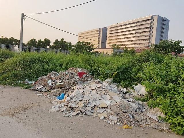 """Thành phố Ninh Bình tràn ngập rác, bị """"biến"""" thành bãi chứa chất thải khổng lồ! - 10"""
