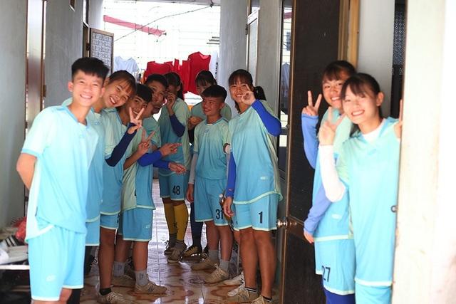 Bóng đá nữ Thái Nguyên long đong, cầu thủ lần lượt bỏ đi làm công nhân - 1