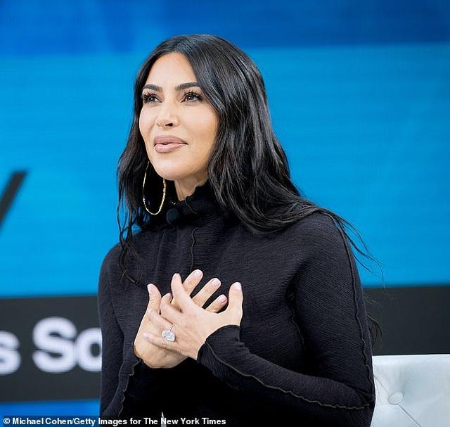 """Chồng Kim Kardashian phải """"lót tay"""" vợ 1 triệu USD để cùng... hợp tác - 4"""