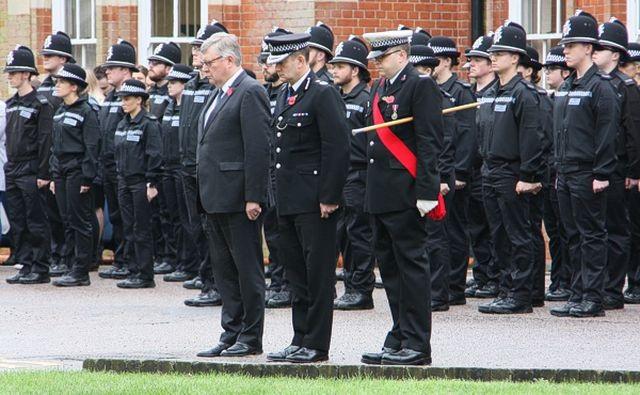 Quan chức Anh gửi lời chia buồn tới gia đình 39 nạn nhân Việt Nam - 1
