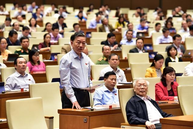 Bộ trưởng Nguyễn Mạnh Hùng: Não người Việt tập trung ở mạng xã hội nước ngoài rất nguy hiểm! - 1