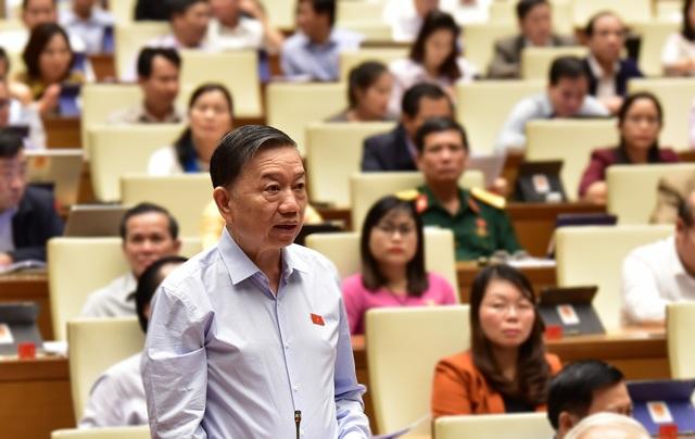 Bộ trưởng Nguyễn Mạnh Hùng: Não người Việt tập trung ở mạng xã hội nước ngoài rất nguy hiểm! - 2
