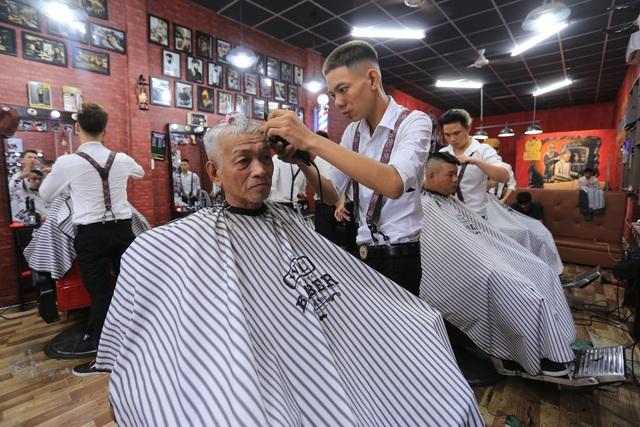 Tiệm cắt tóc 0 đồng cho người nghèo của chàng trai 9X - 2