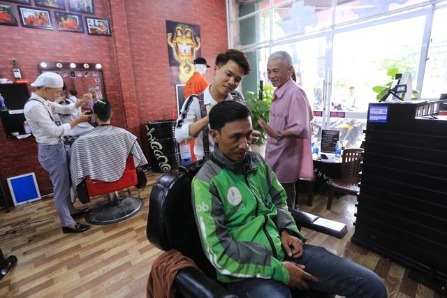 Tiệm cắt tóc 0 đồng cho người nghèo của chàng trai 9X - 1