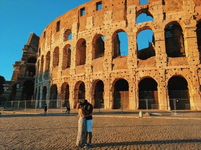 Cô gái du lịch khắp thế giới để hôn trai lạ - 2
