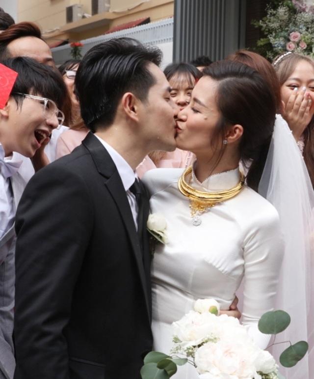 Đông Nhi - Ông Cao Thắng hôn nhau say đắm trong lễ vu quy - 13