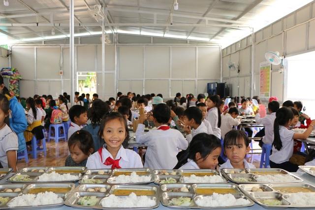 Cảm động cô giáo đi xin cơm cho học trò nghèo - 5